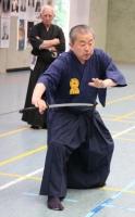 Ohtani Sensei in einer Kampfphase. Der Repräsentant von Großbritannien, John Lovatt, 6.Dan Iaido, beobachtet konzentriert