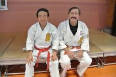 Hans-Dieter Rauscher 8. Dan Shotokan Karatedo Hanshi, assistiert Shihan Higuchi beim Karatedo-Unterricht
