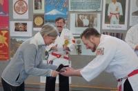 Michael Faulhaber wurde für seine erfolgreiche Dojoarbeit von ihr mit der bronzenen Verdienstnadel geehrt.
